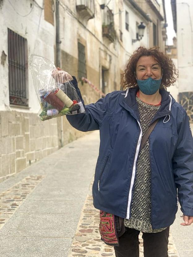 La parte antigua de Cáceres reactiva su red de voluntarios para ayudar a vecinos confinados